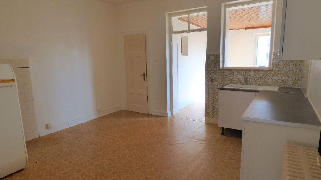 Appartement à louer 4 130m2 à Hagondange vignette-2