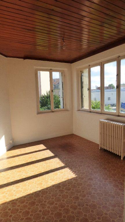 Appartement à louer 4 130m2 à Hagondange vignette-3