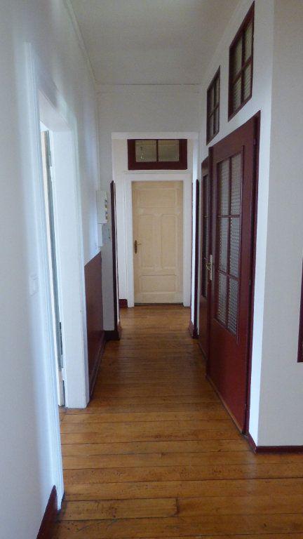 Appartement à louer 4 130m2 à Hagondange vignette-4