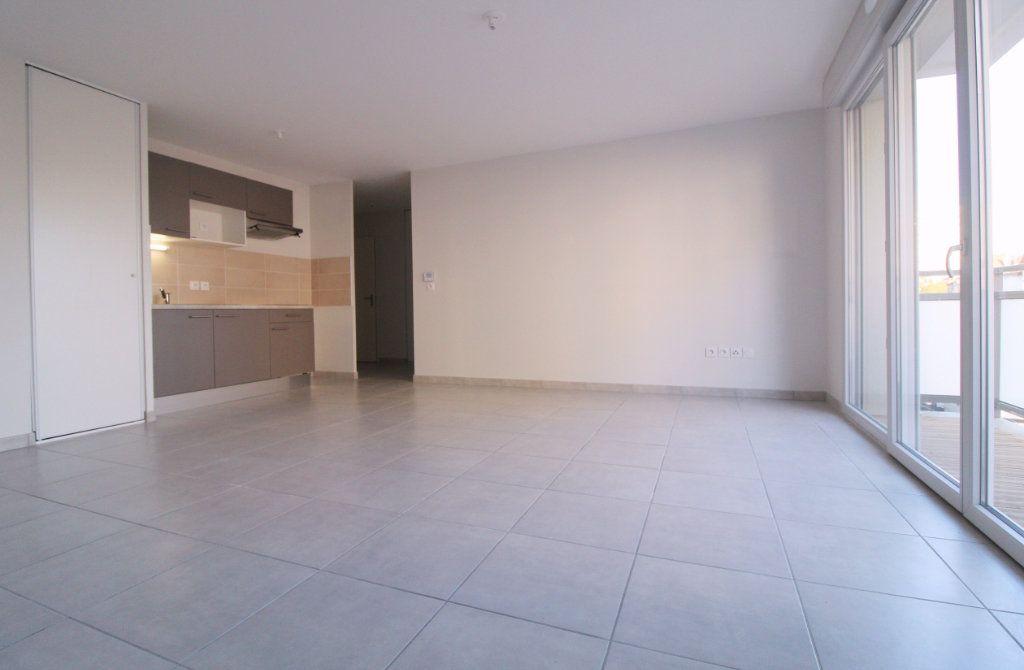 Appartement à louer 3 60.17m2 à Toulouse vignette-2