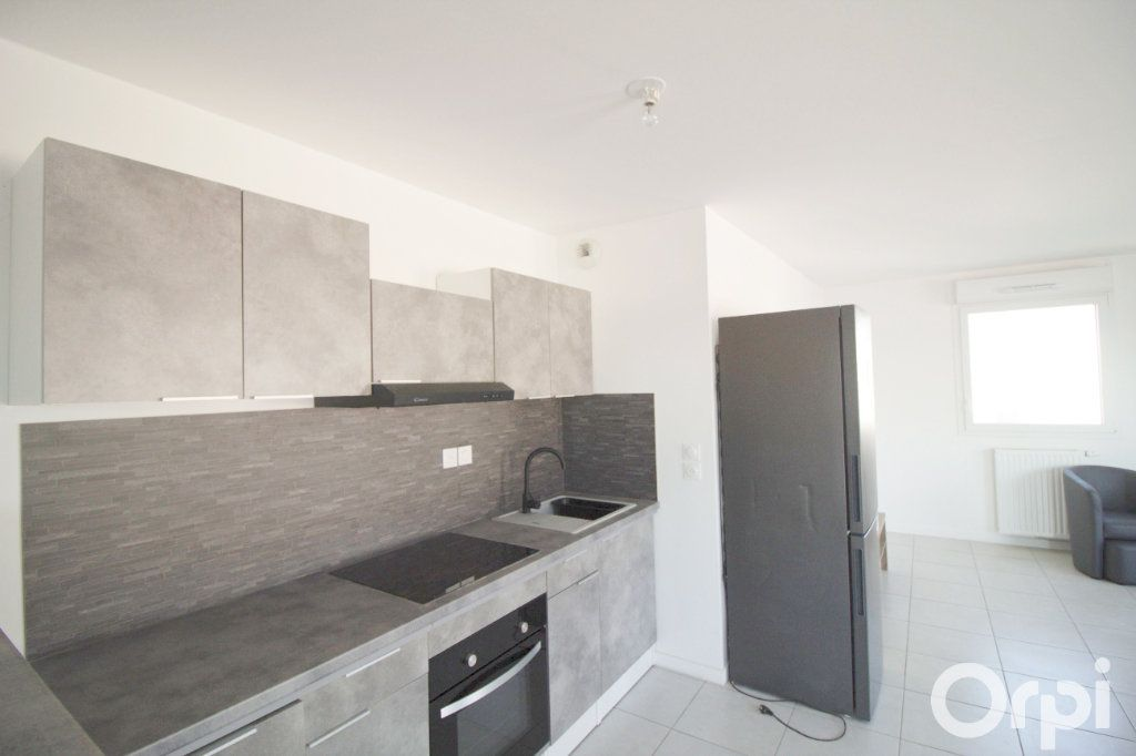 Appartement à louer 5 106.61m2 à Toulouse vignette-3