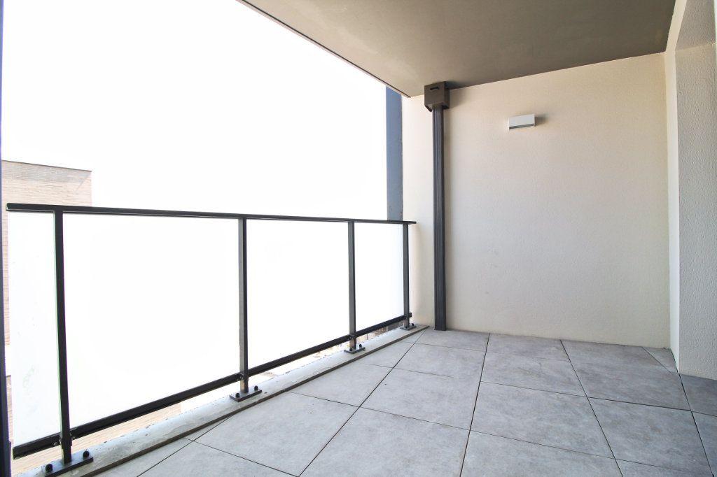 Appartement à louer 5 106.61m2 à Toulouse vignette-8