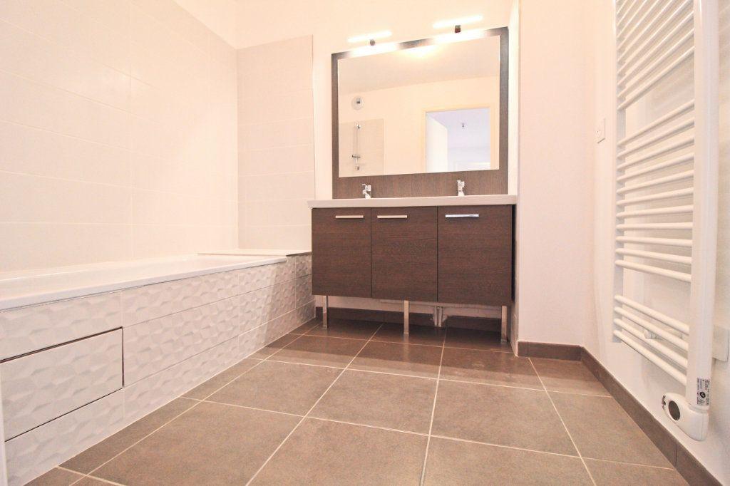 Appartement à louer 5 106.61m2 à Toulouse vignette-9