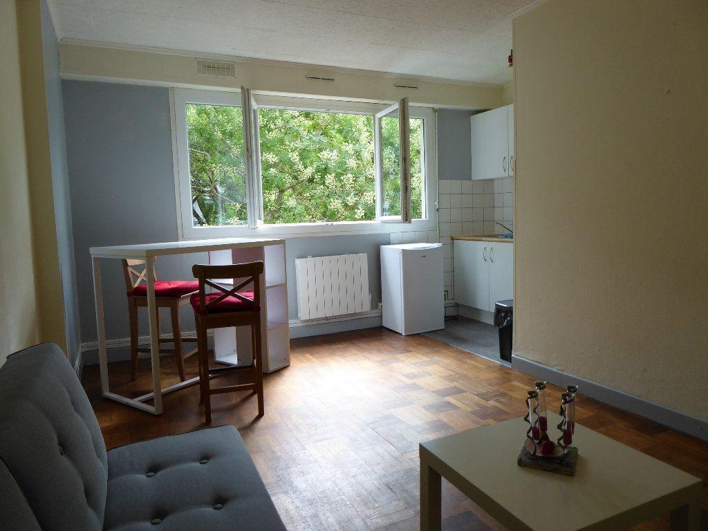 Appartement à louer 1 21m2 à Caen vignette-1