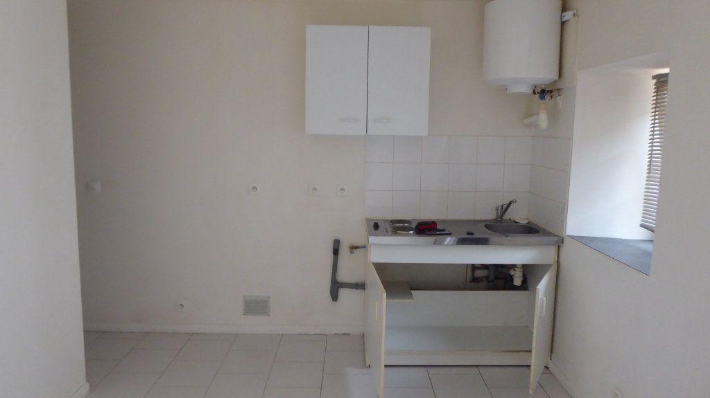 Appartement à louer 2 27m2 à Mouen vignette-3