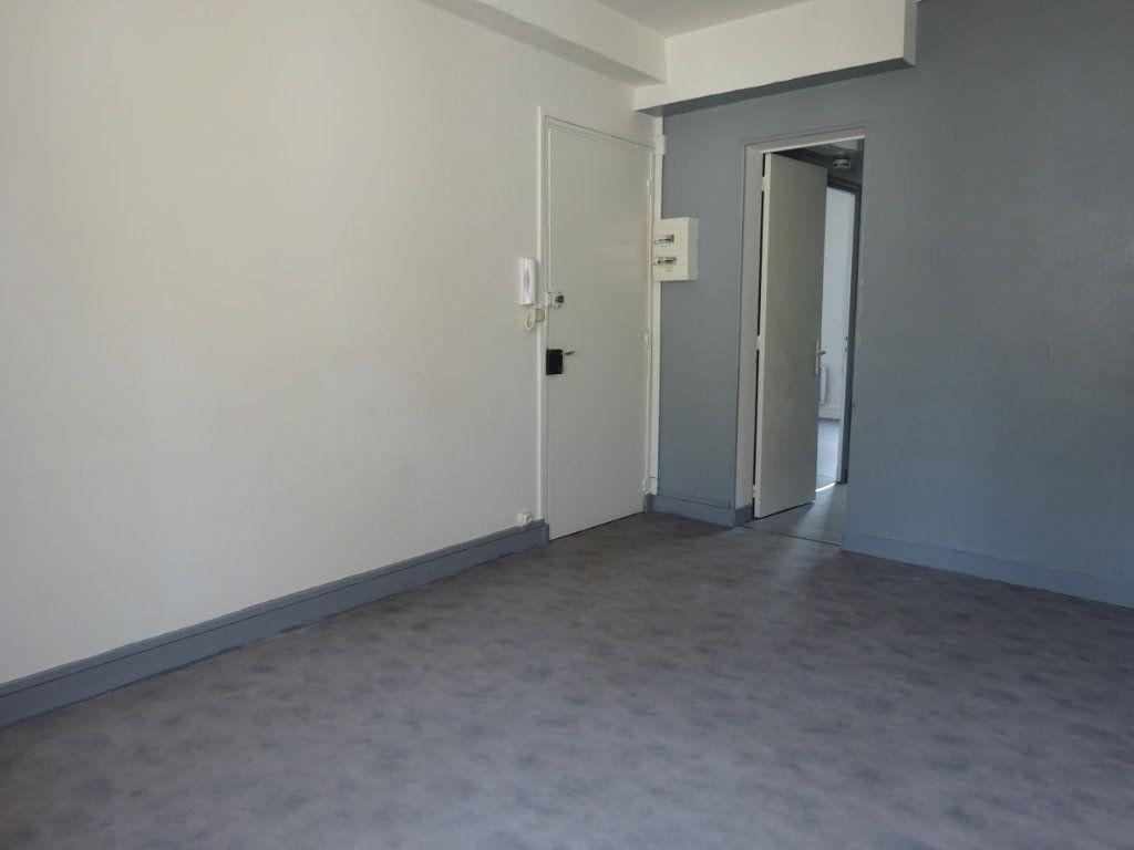 Appartement à louer 2 39m2 à Caen vignette-3