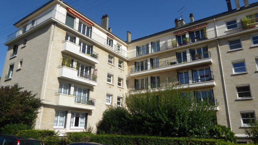 Appartement à louer 2 40.82m2 à Caen vignette-1