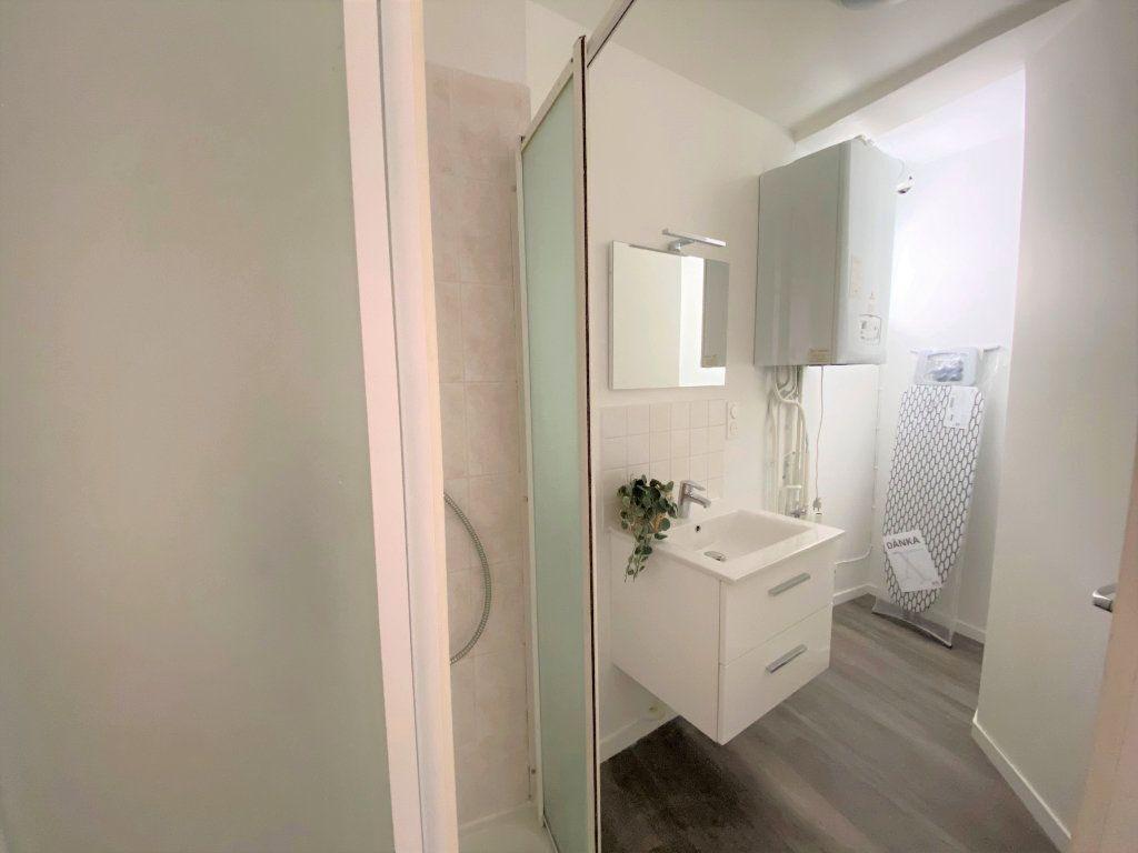 Appartement à louer 1 27.5m2 à Caen vignette-4