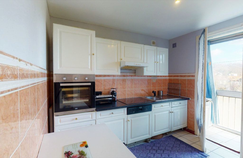Appartement à vendre 4 72.34m2 à Le Chambon-Feugerolles vignette-1