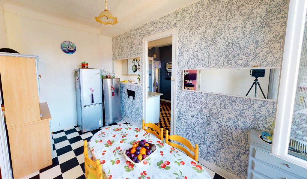 Appartement à vendre 4 85.23m2 à Saint-Étienne vignette-3