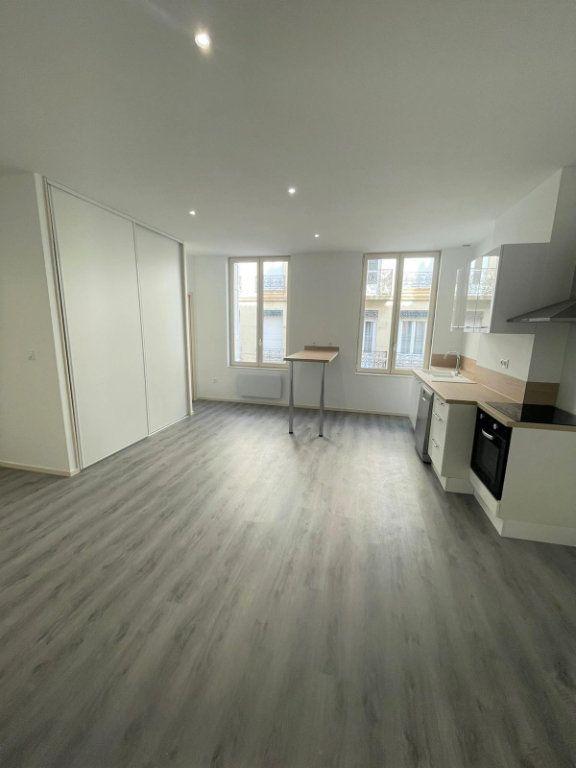 Appartement à louer 2 45.85m2 à Saint-Étienne vignette-2
