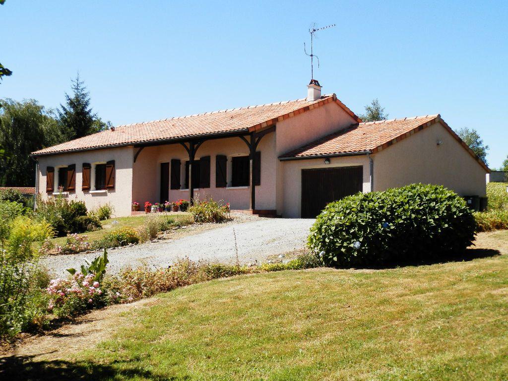 Maison à vendre 9 145m2 à Secondigny vignette-1