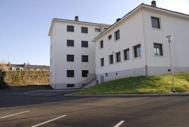 Appartement à vendre 3 75m2 à Parthenay vignette-1