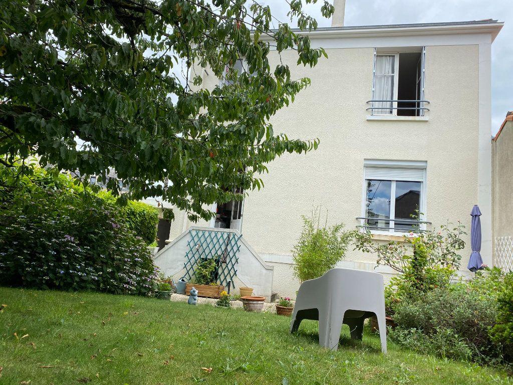 Maison à vendre 7 113.37m2 à Parthenay vignette-1