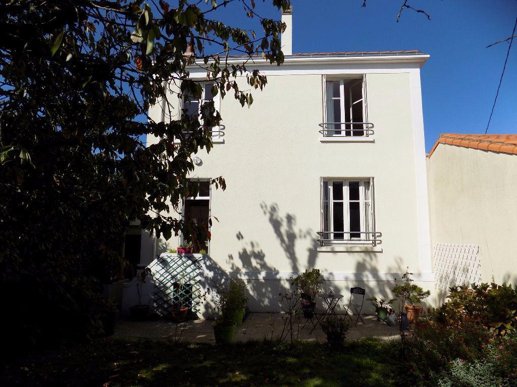 Maison à vendre 7 113.37m2 à Parthenay vignette-16