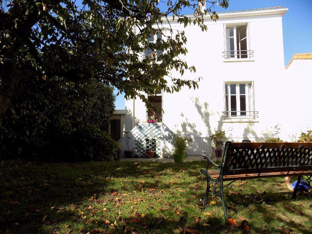 Maison à vendre 7 113.37m2 à Parthenay vignette-18