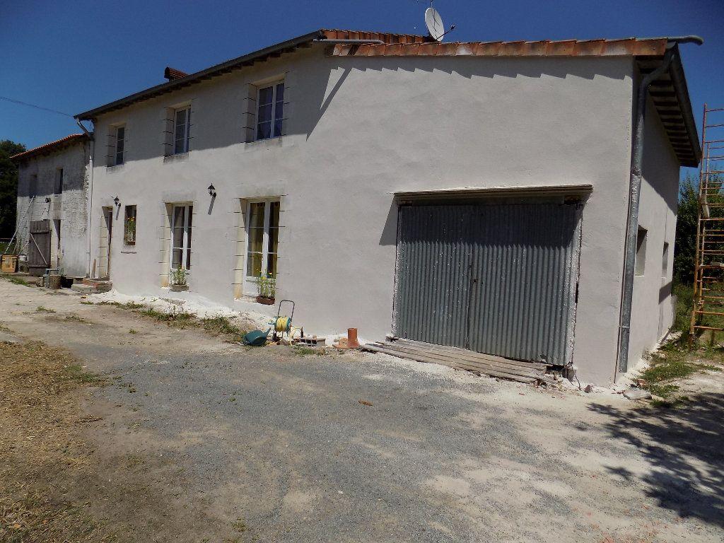 Maison à vendre 6 160m2 à Latillé vignette-1