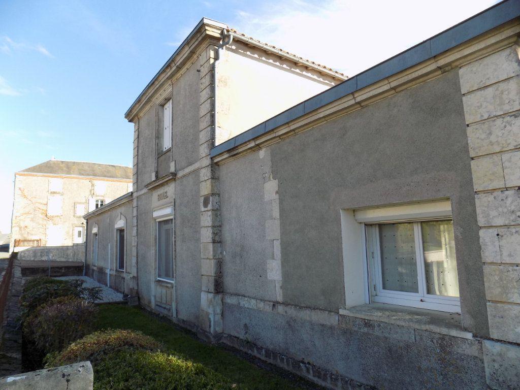 Maison à vendre 4 150m2 à Mazières-en-Gâtine vignette-1