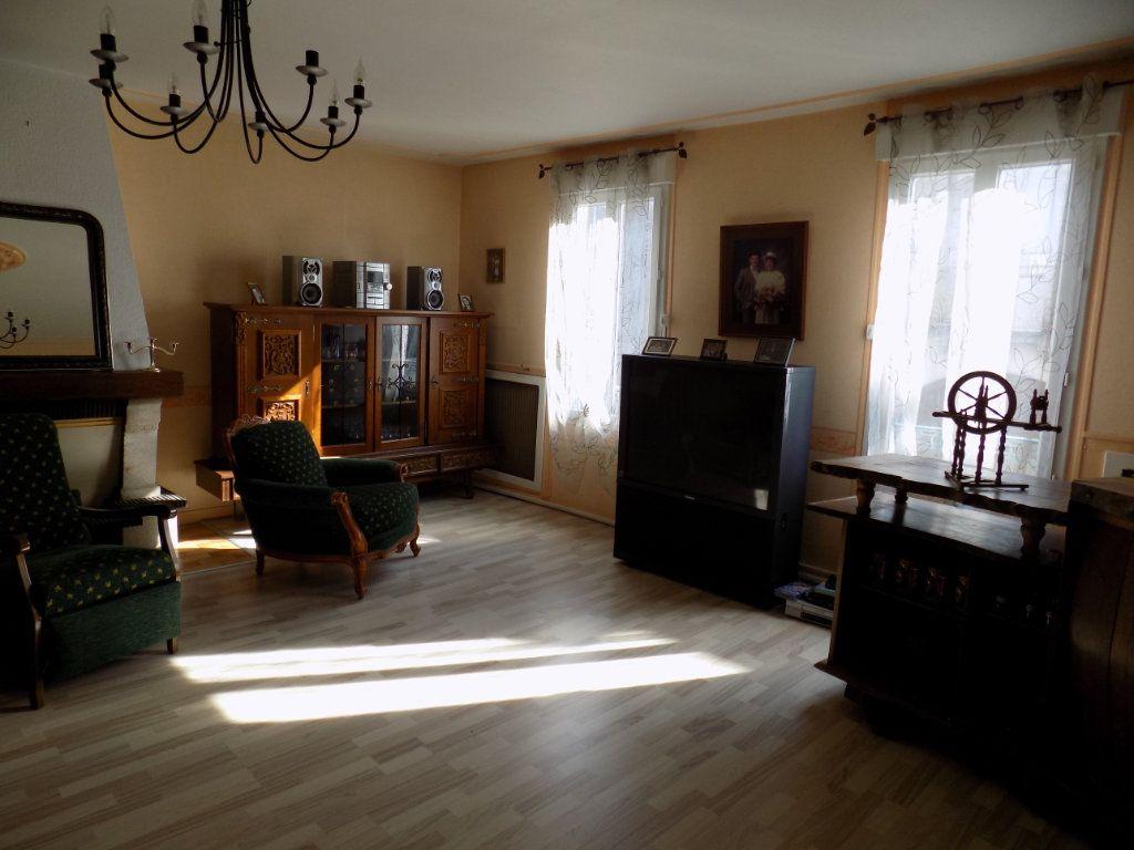Appartement à vendre 4 130m2 à Parthenay vignette-1