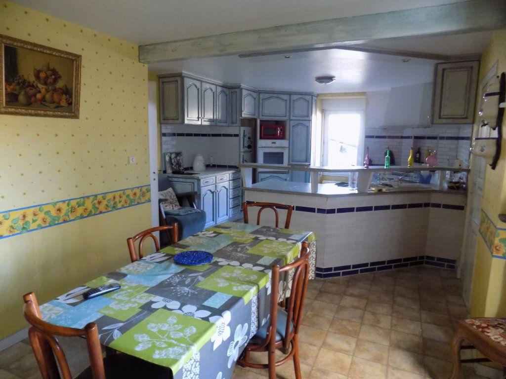 Appartement à vendre 4 130m2 à Parthenay vignette-2