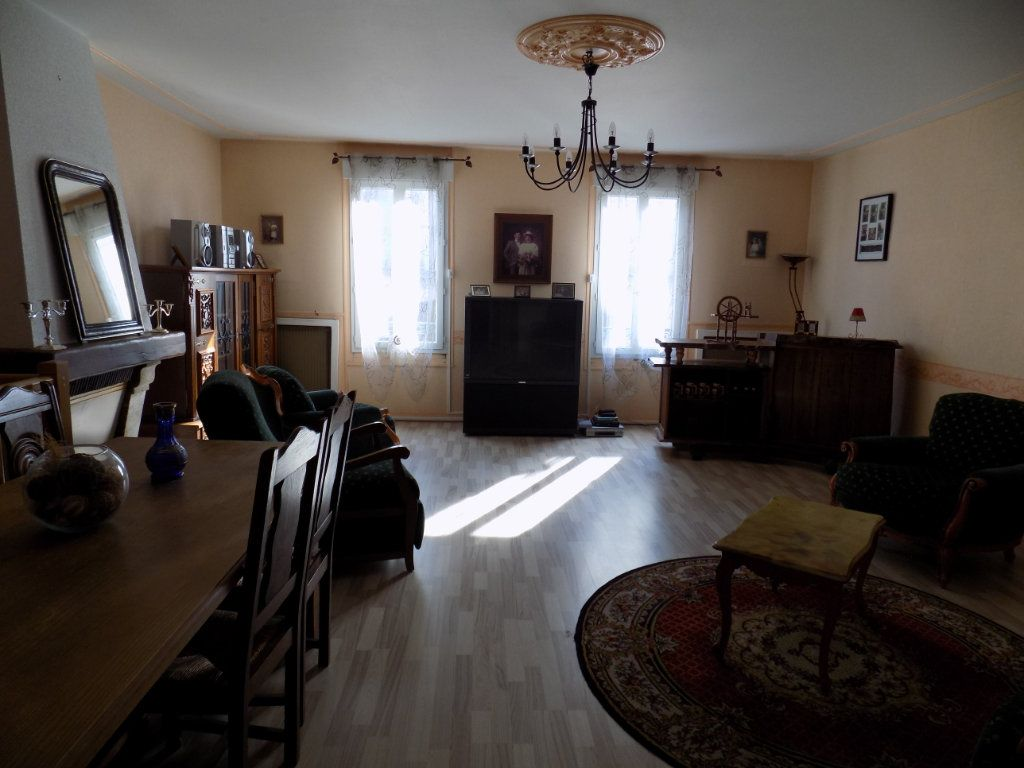 Appartement à vendre 4 130m2 à Parthenay vignette-3