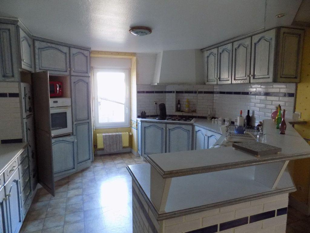Appartement à vendre 4 130m2 à Parthenay vignette-4