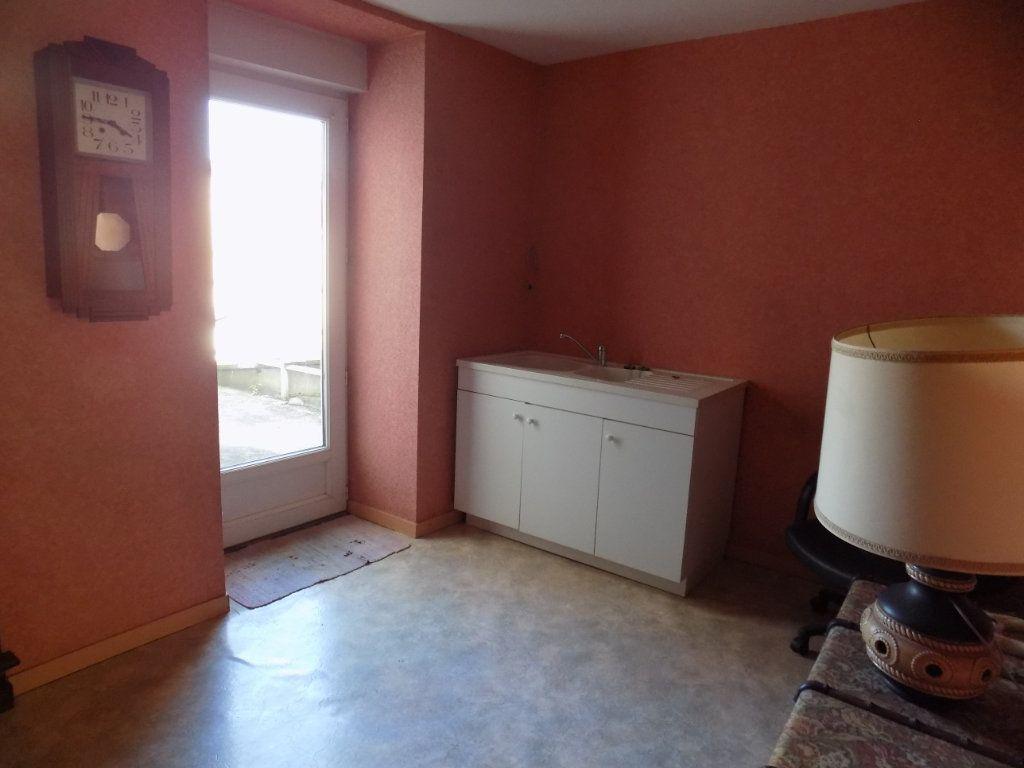 Appartement à vendre 4 130m2 à Parthenay vignette-5