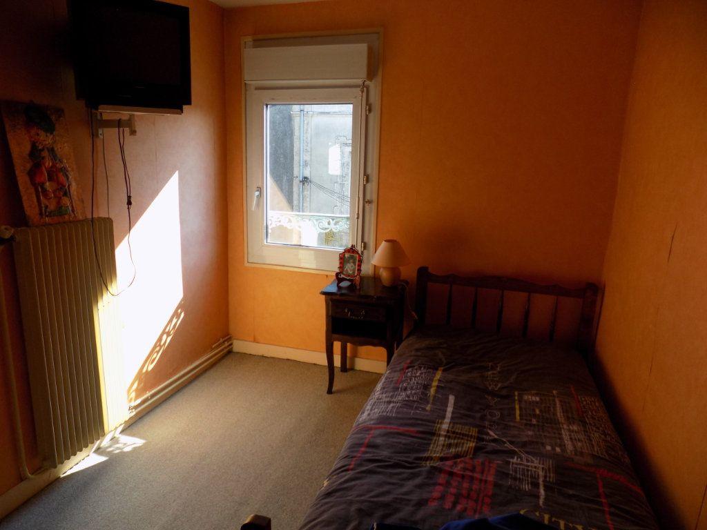 Appartement à vendre 4 130m2 à Parthenay vignette-9