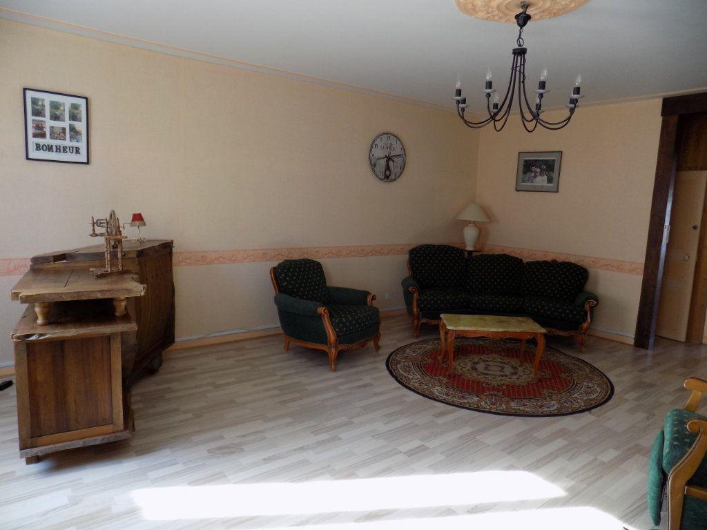 Appartement à vendre 4 130m2 à Parthenay vignette-12