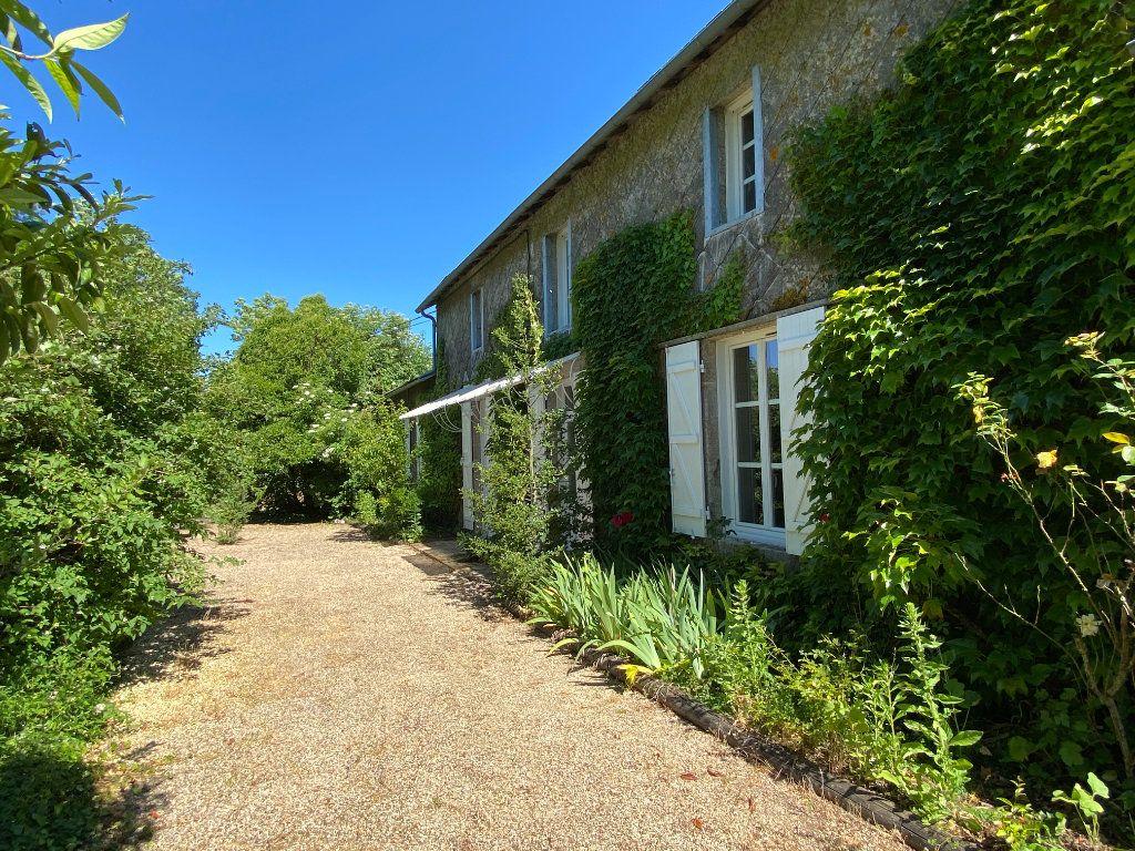 Maison à vendre 7 272m2 à Saint-Aubin-le-Cloud vignette-1