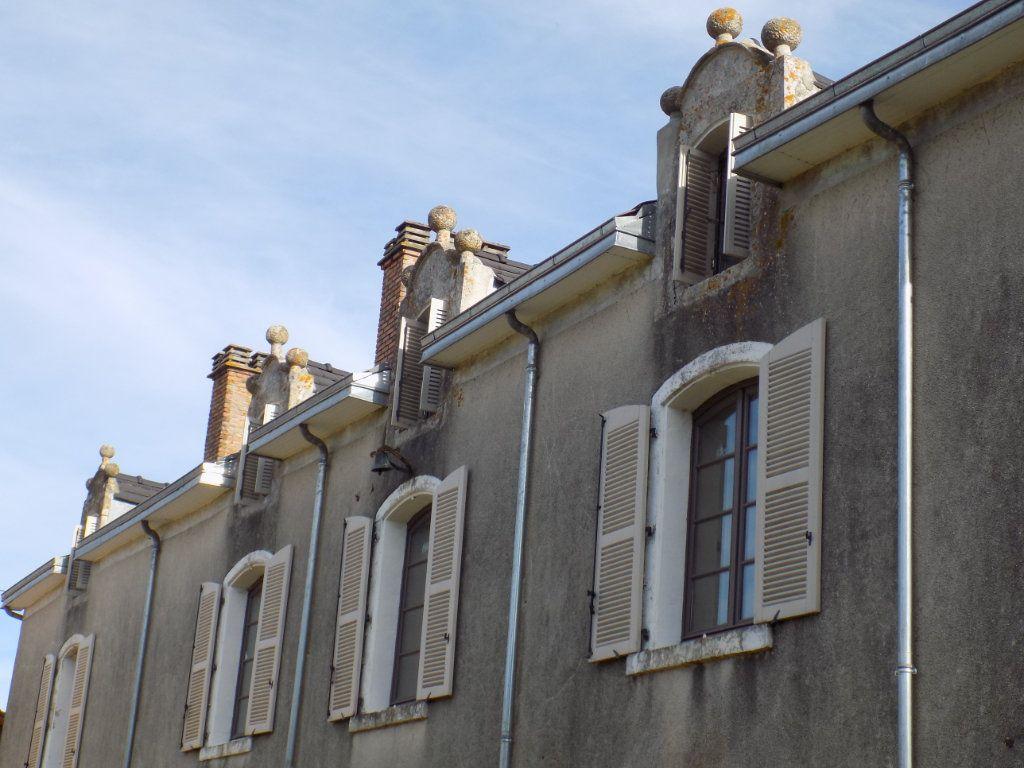 Maison à vendre 10 380m2 à Ménigoute vignette-3