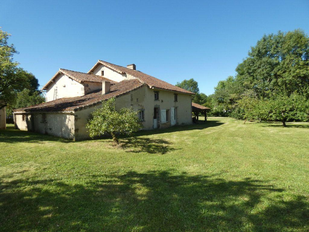 Maison à vendre 4 130m2 à Beaulieu-sous-Parthenay vignette-11