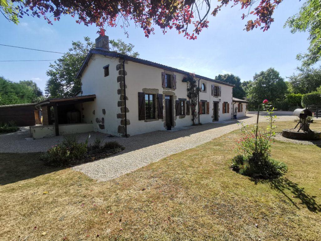 Maison à vendre 6 198.48m2 à Vasles vignette-1