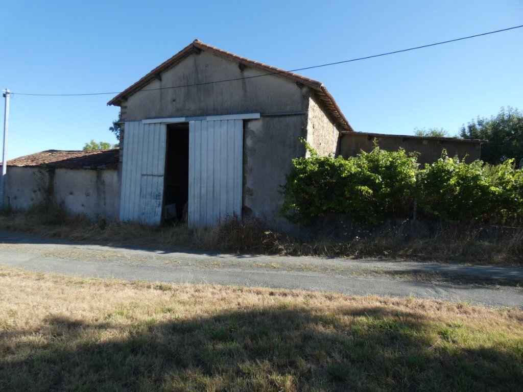 Maison à vendre 2 103m2 à Beaulieu-sous-Parthenay vignette-1