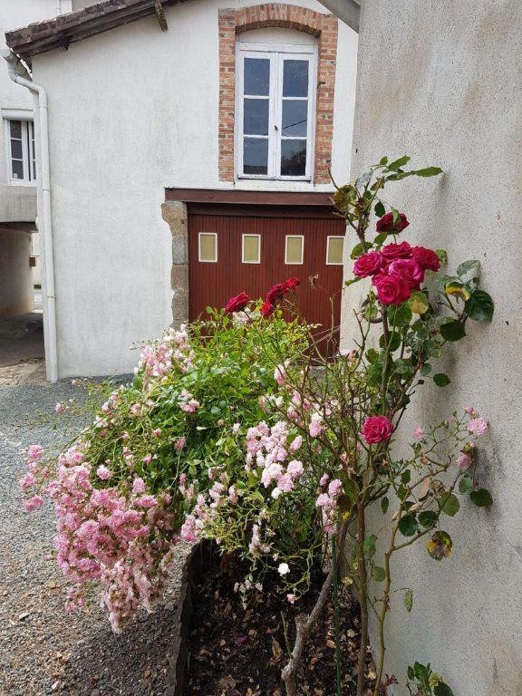 Maison à vendre 4 105.47m2 à Châtillon-sur-Thouet vignette-1