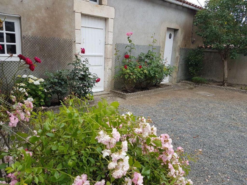 Maison à vendre 4 105.47m2 à Châtillon-sur-Thouet vignette-4