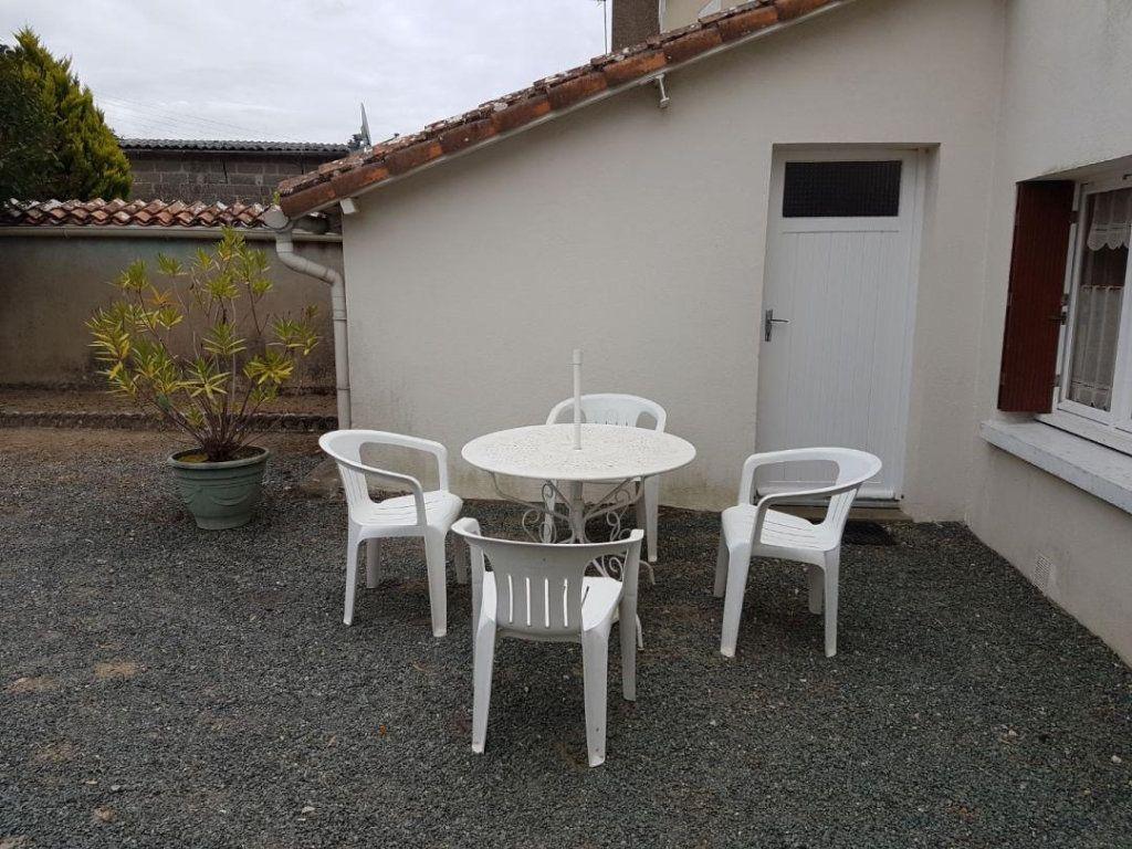 Maison à vendre 4 105.47m2 à Châtillon-sur-Thouet vignette-5