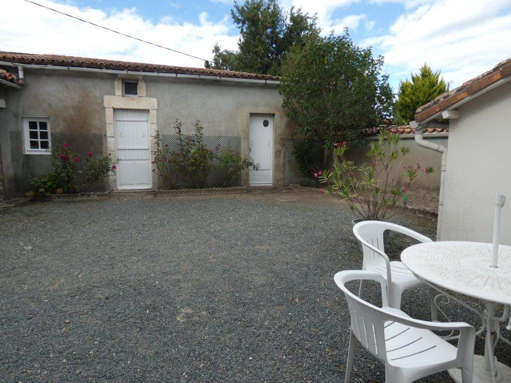 Maison à vendre 4 105.47m2 à Châtillon-sur-Thouet vignette-7