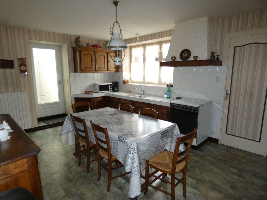 Maison à vendre 4 105.47m2 à Châtillon-sur-Thouet vignette-9
