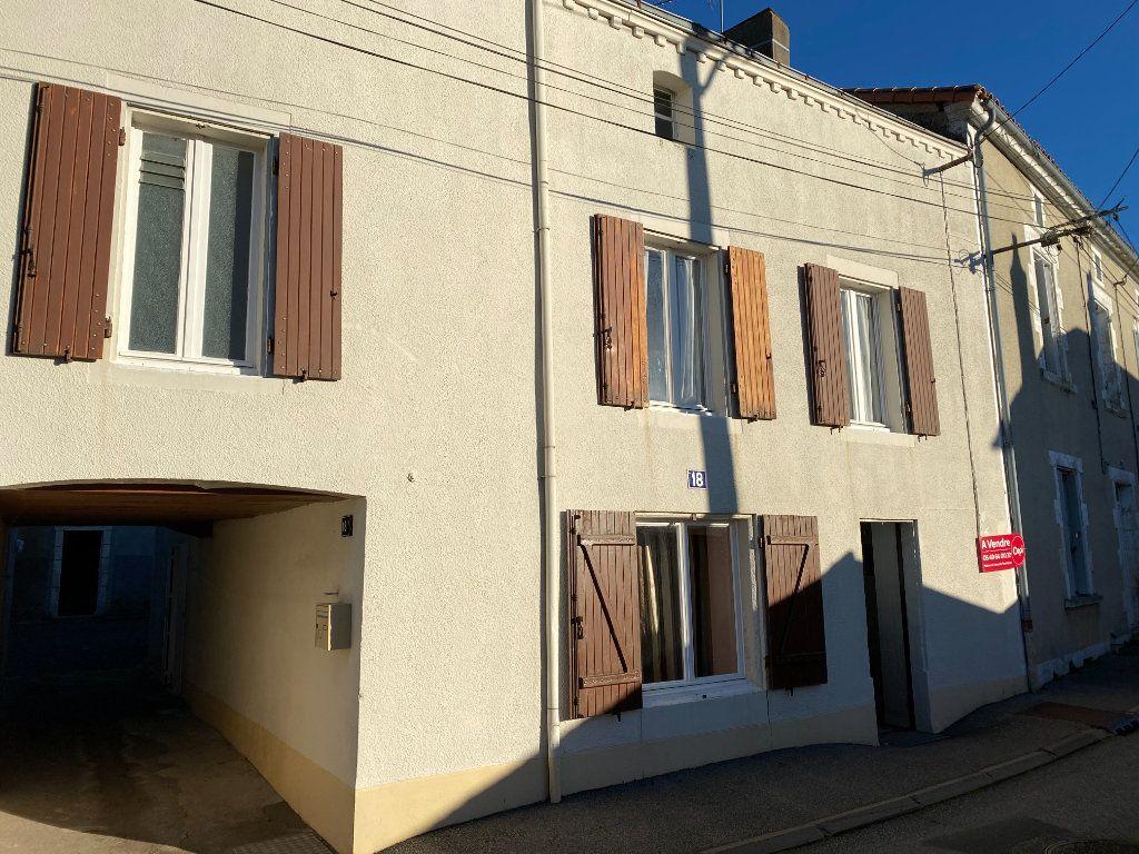 Maison à vendre 4 105.47m2 à Châtillon-sur-Thouet vignette-10