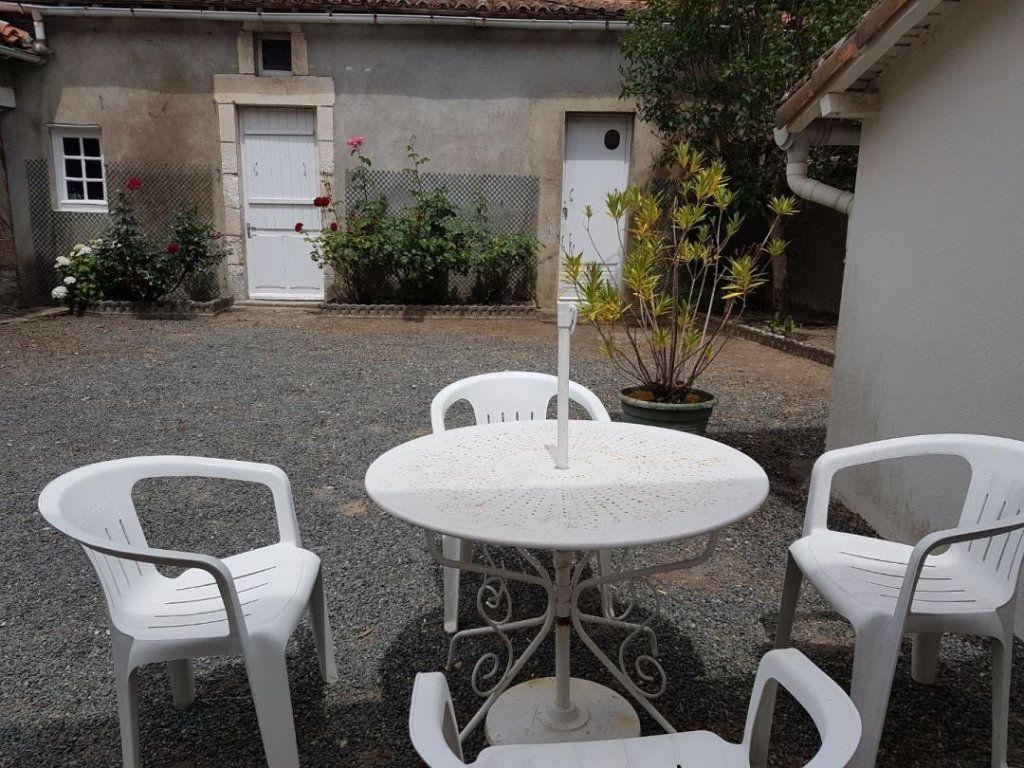 Maison à vendre 4 105.47m2 à Châtillon-sur-Thouet vignette-18