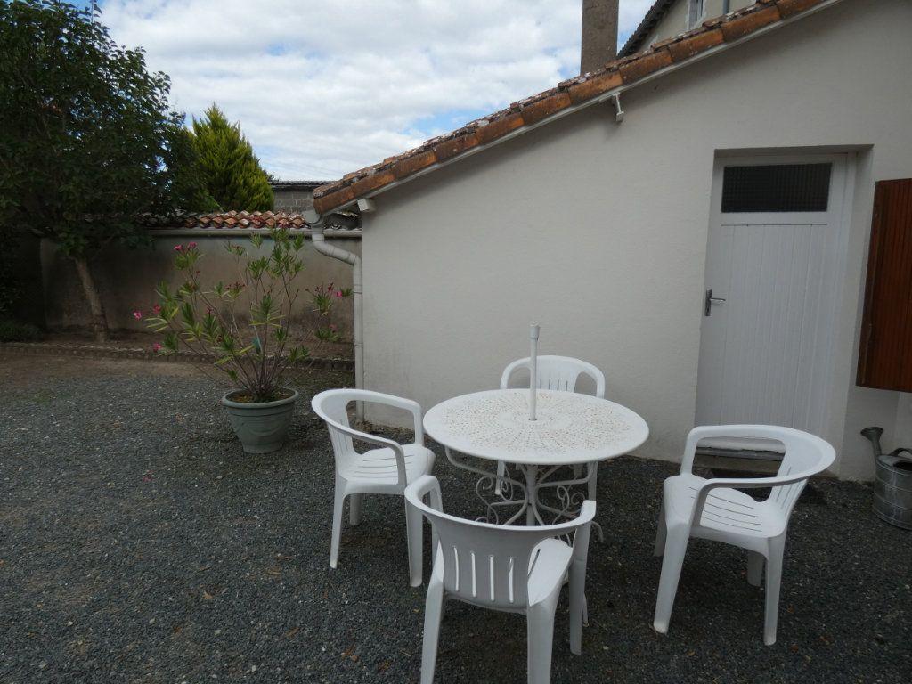 Maison à vendre 4 105.47m2 à Châtillon-sur-Thouet vignette-19