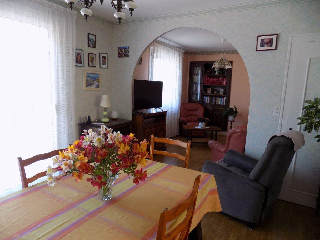 Maison à vendre 5 90m2 à Azay-sur-Thouet vignette-3