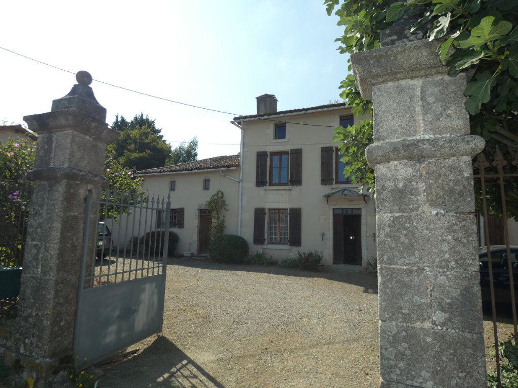 Maison à vendre 8 274.25m2 à Secondigny vignette-8