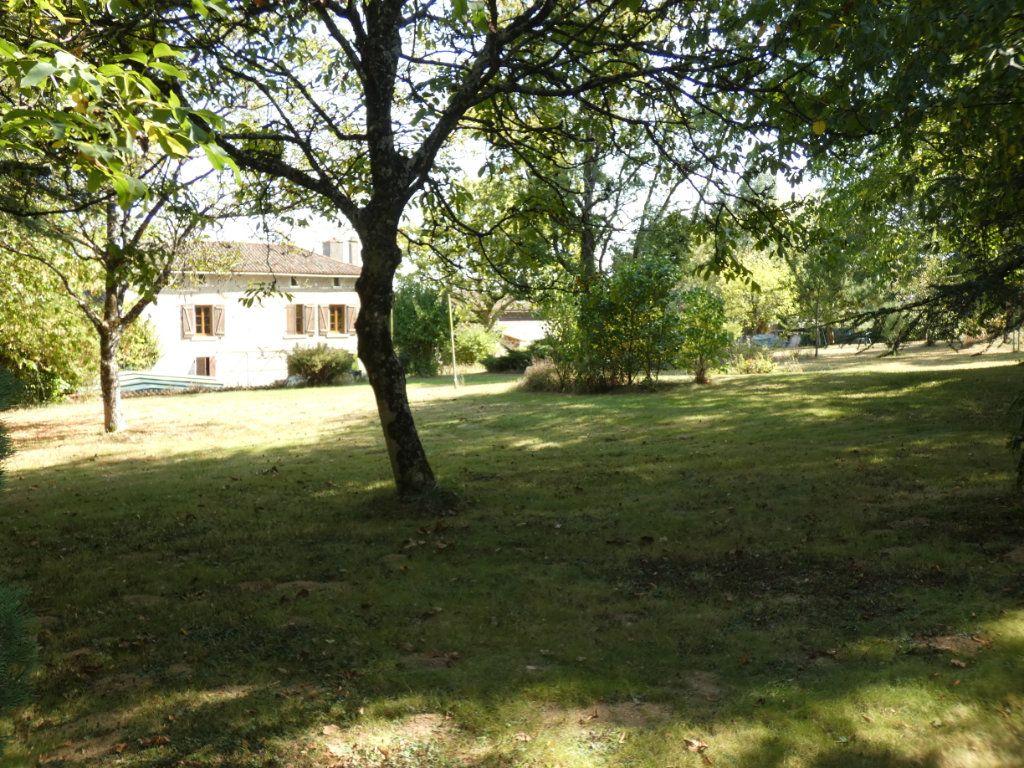 Maison à vendre 8 274.25m2 à Secondigny vignette-13