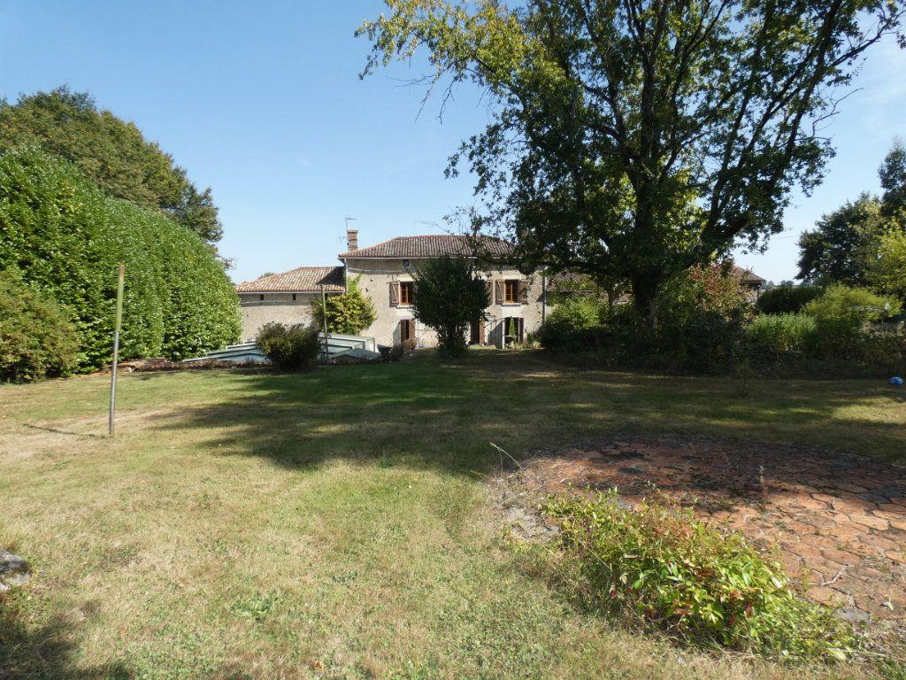 Maison à vendre 8 274.25m2 à Secondigny vignette-19