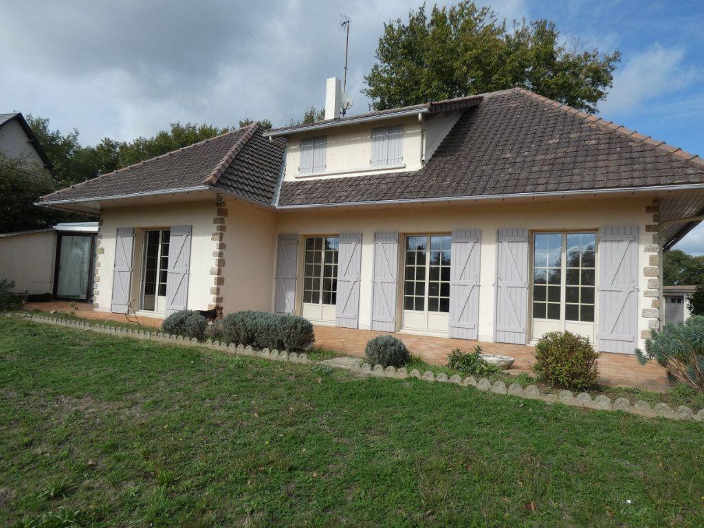 Maison à vendre 7 150m2 à Parthenay vignette-1