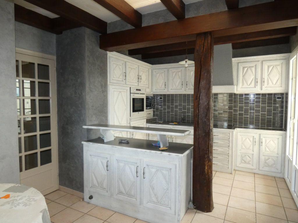 Maison à vendre 7 150m2 à Parthenay vignette-4