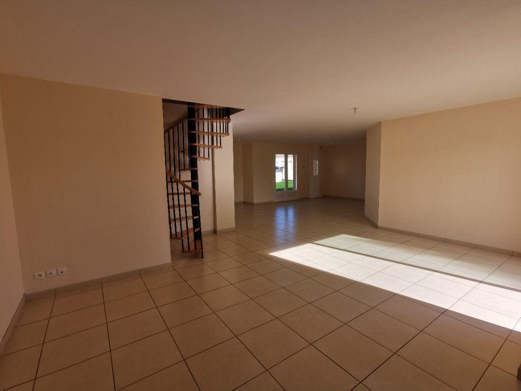 Maison à vendre 5 146m2 à Chiché vignette-4