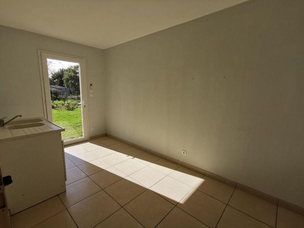 Maison à vendre 5 146m2 à Chiché vignette-10